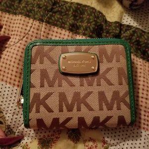 Michael kors wallet . Looks new FINAL PRICE